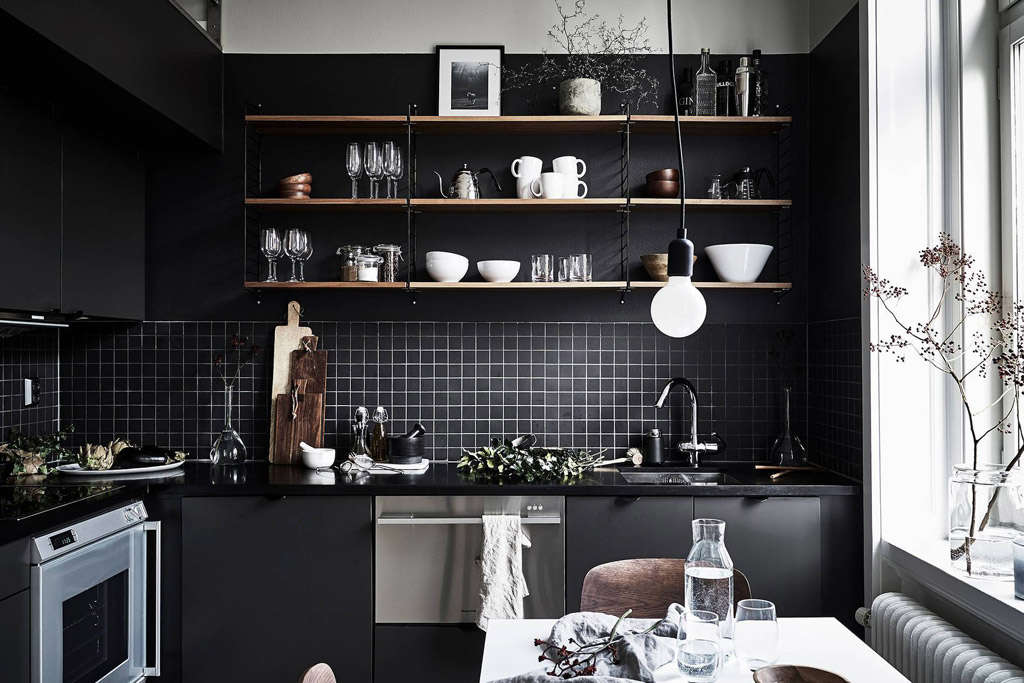 Cocinas negras en la decoración de espacios