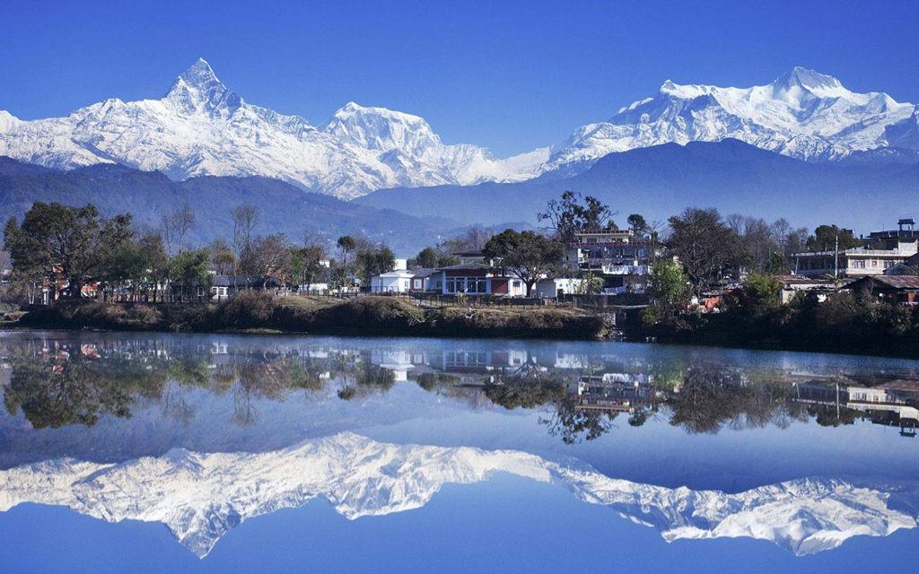 El Phewa Lake en Pokhara, Nepal