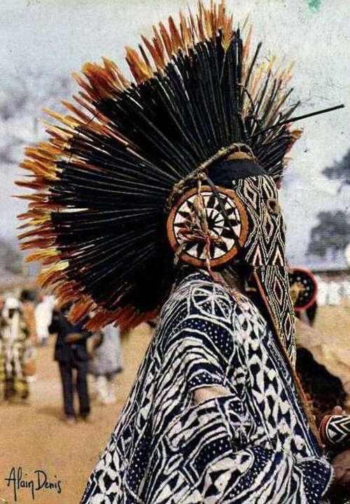 Juju Hats: los sombreros de plumas de la tribu bamileke de Camerún