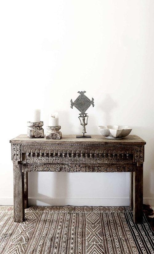 Mesa india de madera tallada a mano