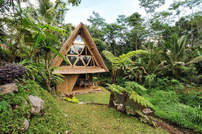 Una casa construida de rattán en el sudeste asiático