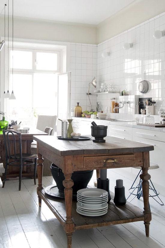 Mesa de madera para una decoración rústica