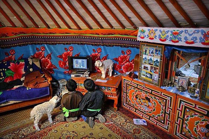 dentro de una Yurta en el desierto del Gobi