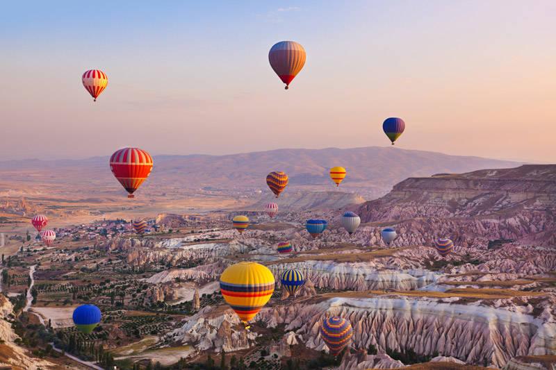 Vista aerea desde un globo de la región de Capadocia en Turquía