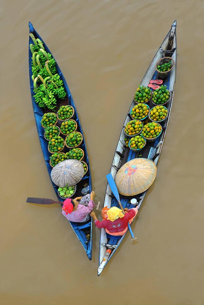 Mercado flotante de Banjarmasin en Indonesia