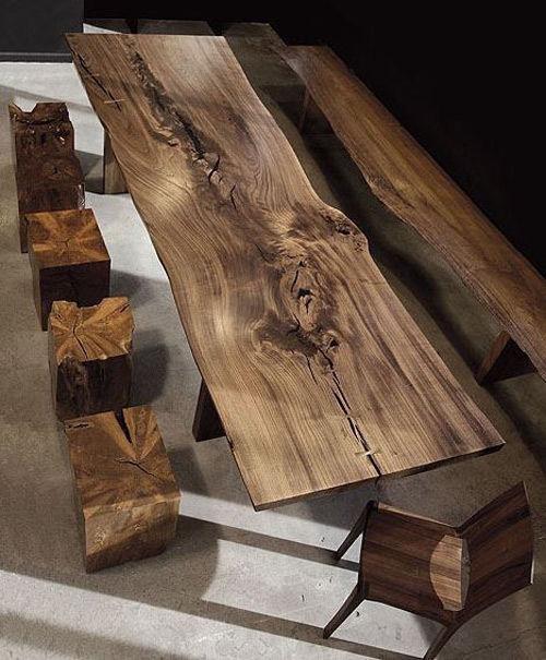 Muebles y troncos de madera