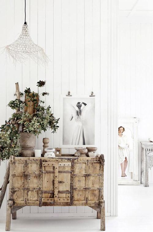 Mueble indio de madera de color claro
