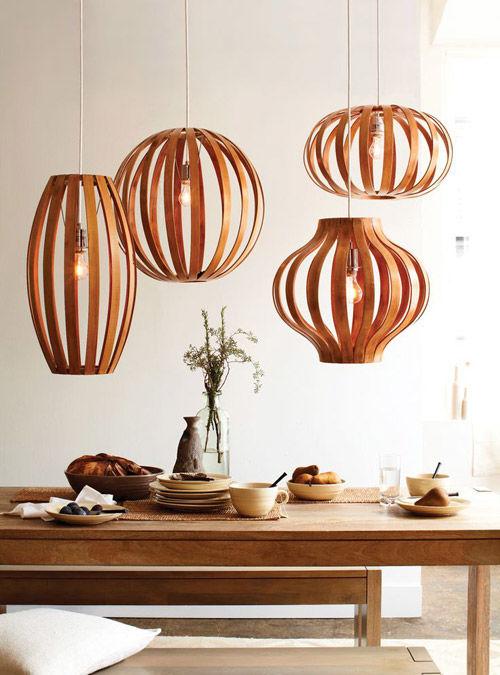 Decoracion de interiores con lamparas de diferentes tamaños