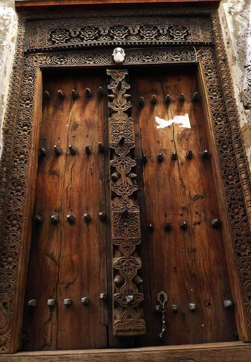 Una puerta en la ciudad de Lamu