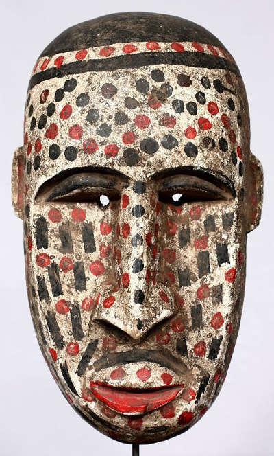 máscara africana de colores