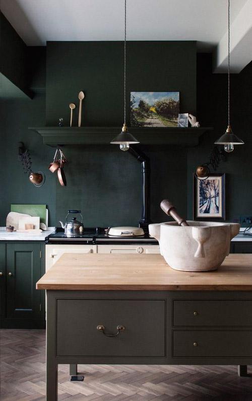 colores fuertes en una cocina escandinava