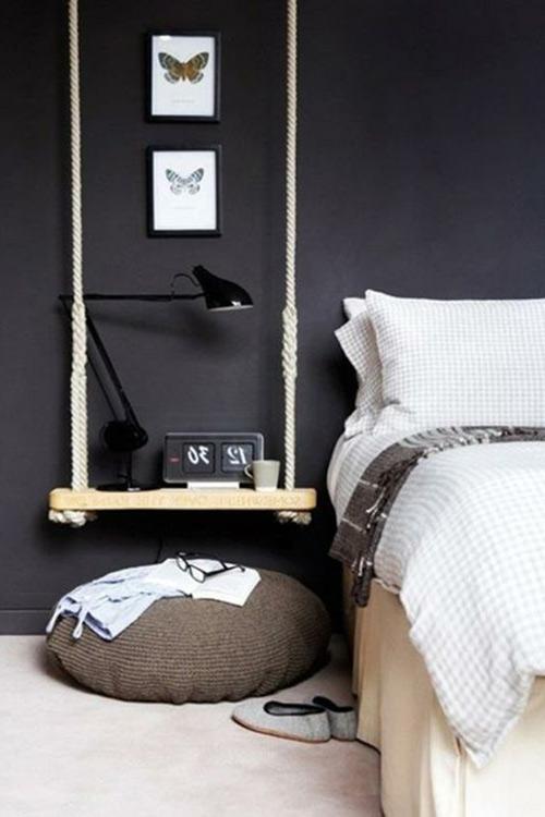 habitación con pared de color negro