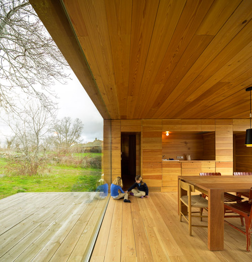 Grandes ventanales en las casas de madera