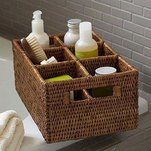 Caja con separadores para organizar los utensilios del baño