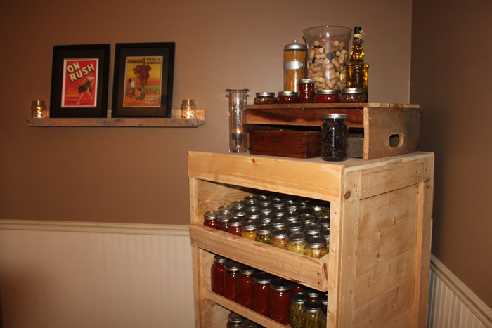 Mueble para las conservas fabricado con palets