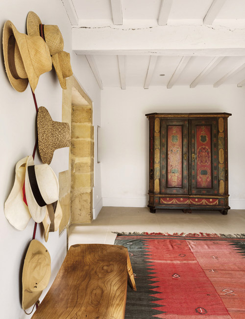 alfombra kilim en una casa de campo