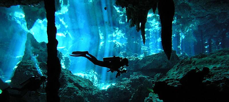 Submarinismo en el cenote Dos Ojos de Tulúm