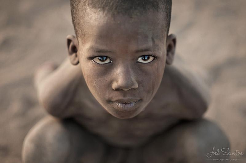 Niño de la tribu Erbore, Valle del Omo, Etiopía.