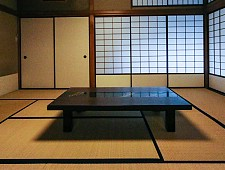 Mesa baja en una casa japonesa