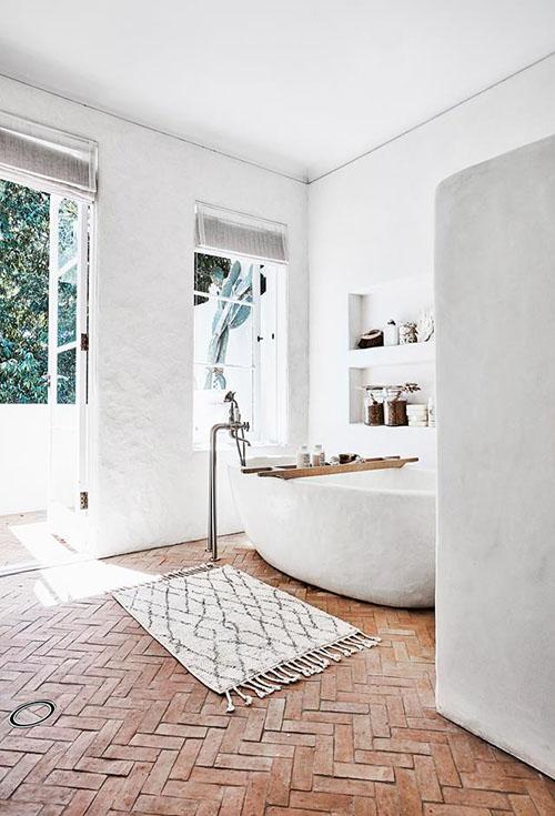 decoración de baños con alfombras étnicas