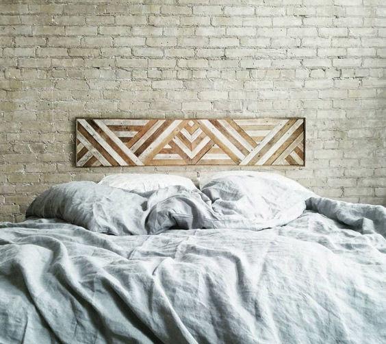Una pieza de arte como cabecero de cama