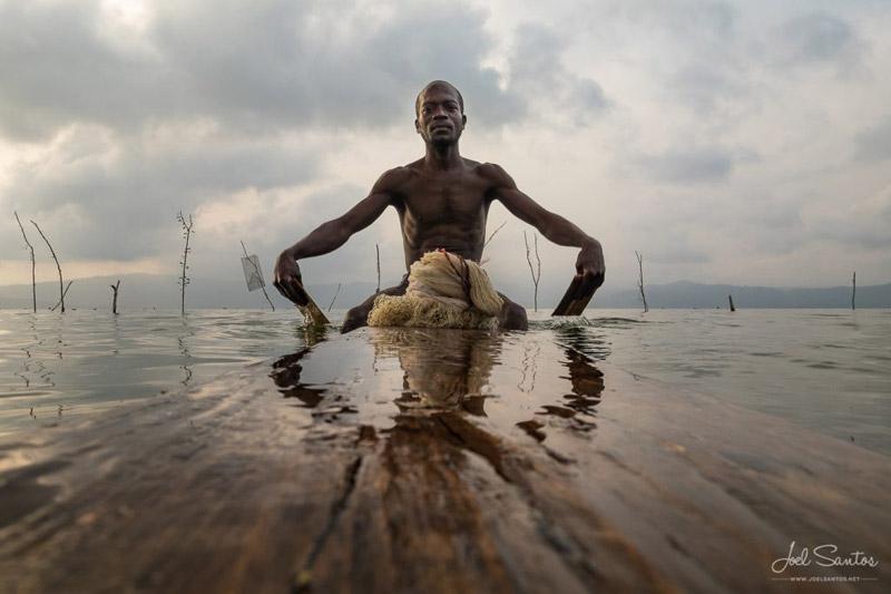 Pescador en el lago Bosumtwi, Ghana.