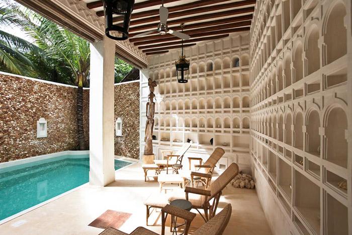 Piscin aen un hotel en la isla de Lamu