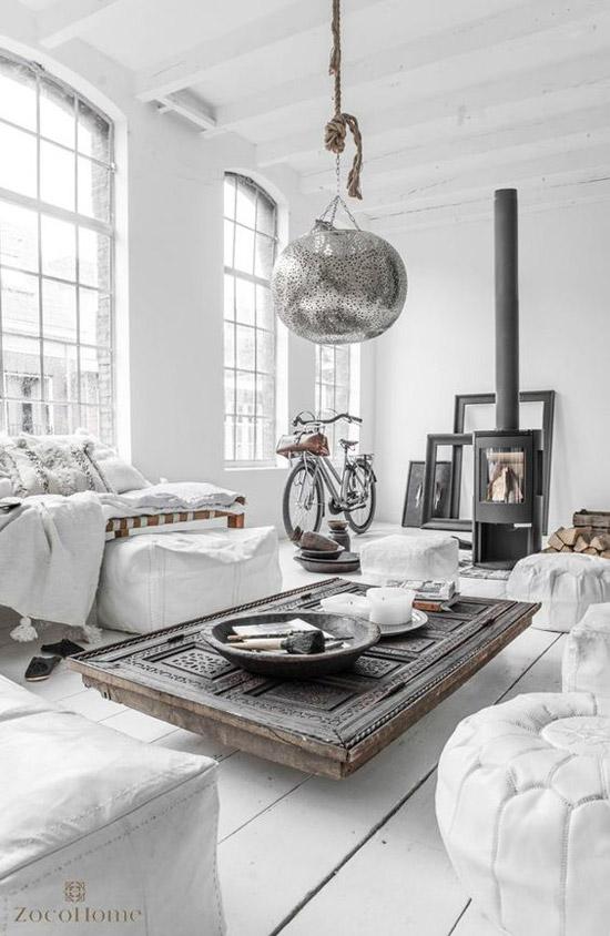 Salón de estilo nórdico con mueble étnico