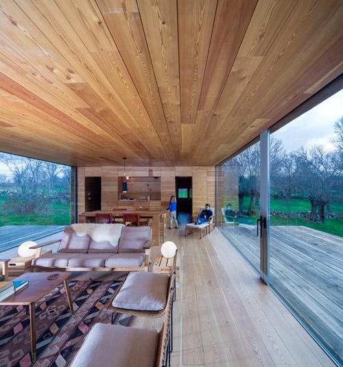 Decoración de casas de madera con alfombras kilim