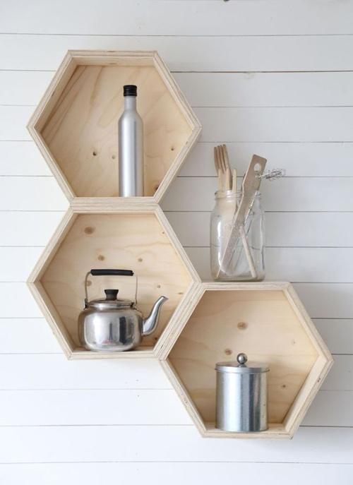 cajas hexagonales en la pared de la cocina