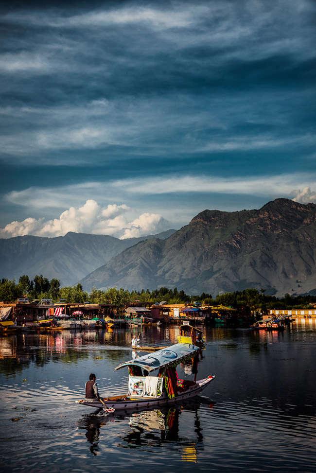Mercado flotante de Srinagar en Cachemir