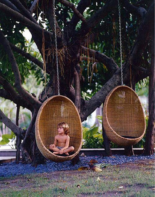 El jardín y la decoración con sillas de mimbre