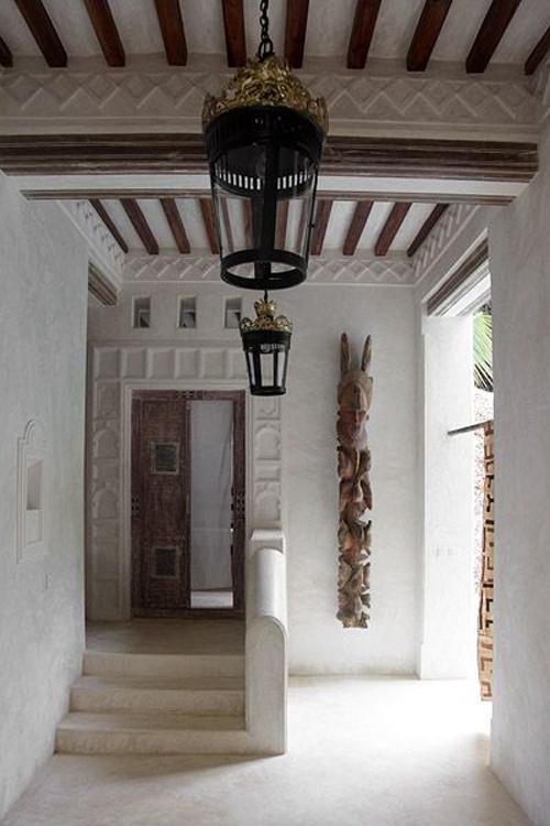Patio interior en una casa de lamu