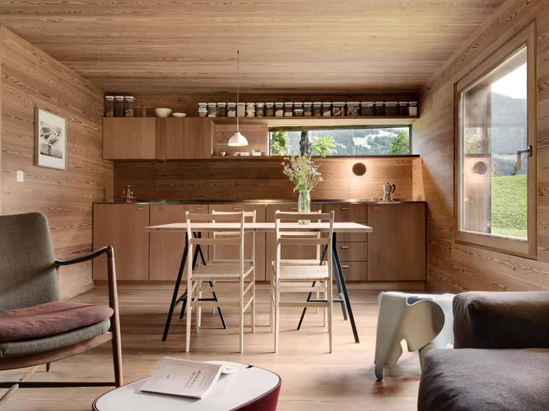 Muebles nórdicos en las casas de madera