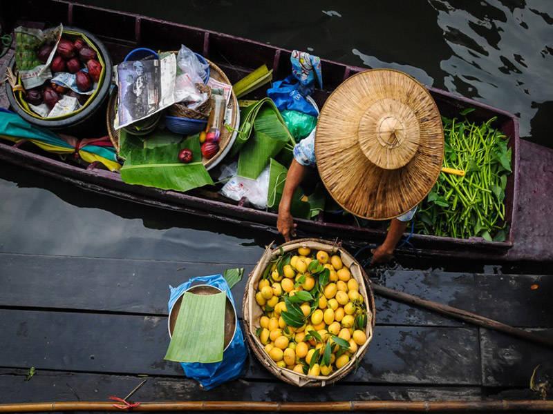 Mercados flotantes en los canales y ríos de Asia