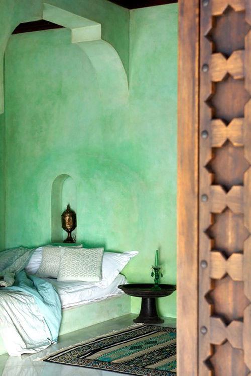 Habitación verde en una casa marroquí