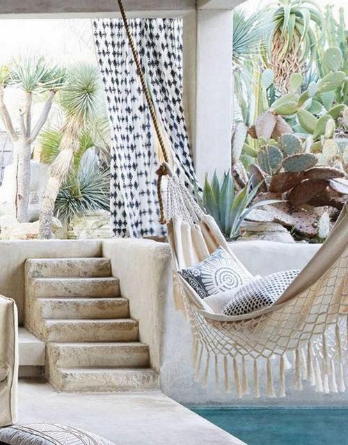 Las hamacas colgantes en la decoración de terrazas y jardines