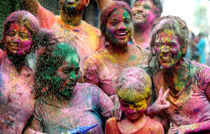 Mujeres en el Holi Festival en la India