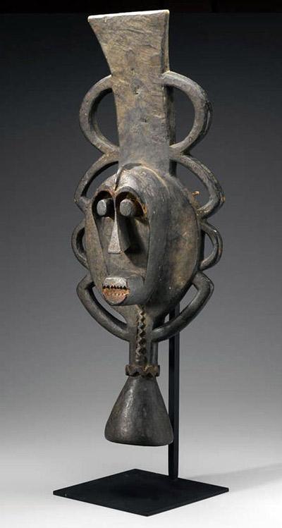 Máscara de África tallada de madera