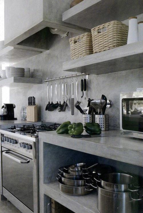 ganchos y barras en la cocina