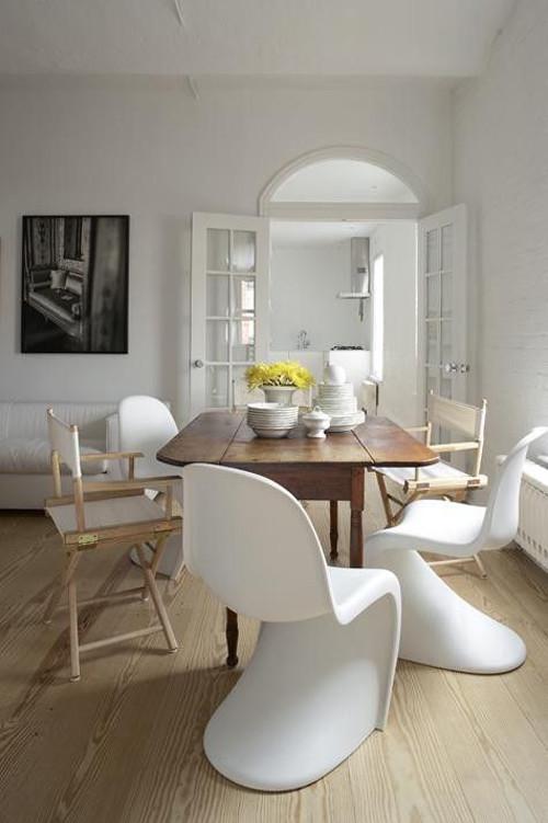 Las sillas panton en una casa de inspiración nórdica