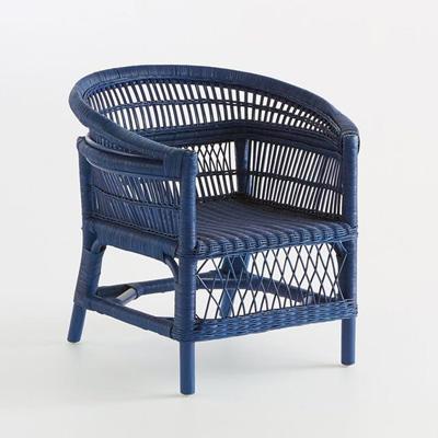 silla de mimbre de color azul
