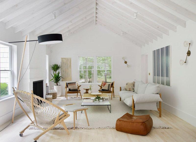Decoración minimlista de un salón con muebles nórdicos