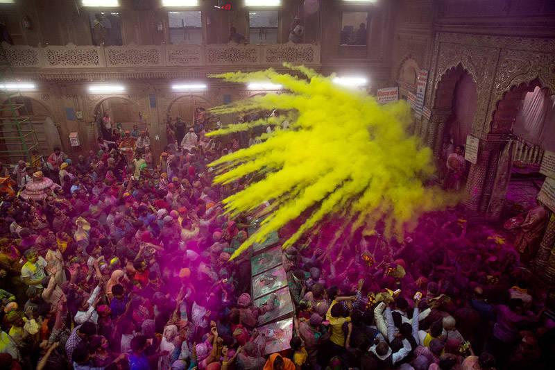 olores en el Holi Festival en la India