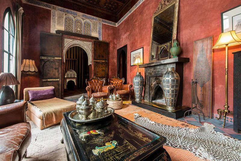 Paredes rojas en un riad en Marrakesch