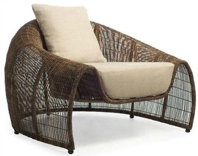 sofa de rattán de color marrón