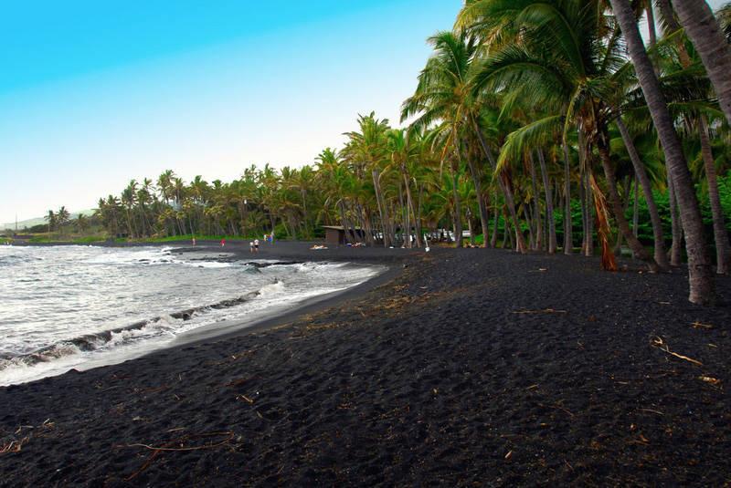 Arenas negras en Lovina Beach Bali