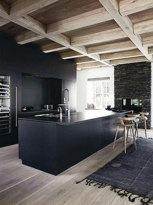 Cocinas de color negro en la decoración de espacios