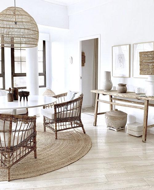 muebles de madera y mimbre para decorar un salón de estilo boho chic
