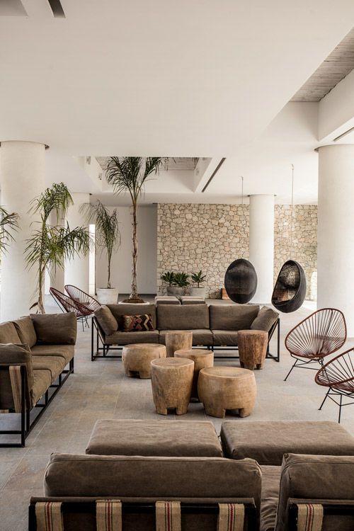 decoración con sillas colgantes